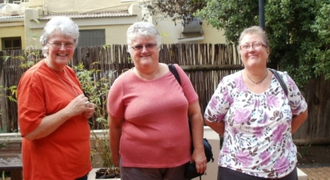 Val Hayes, Elaine Machin & Averil Anderson at Greyton