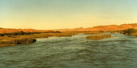 The Orange River at Onseepkans, halfway between South Africa and Namibia. Namibia on the left, South Africa on the right. 8 April 1991