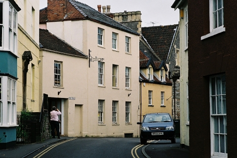 The building that was formerly the Red Lion pub in Axbridge High Street, though when we saw it in 2005 it was no longer a pub but a private house.