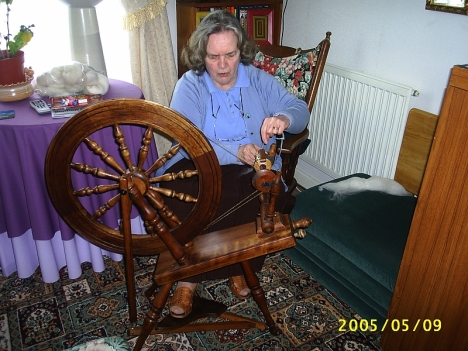 Shirley Davis spinning at Nyddfa, Gobowen. 9 May 2005
